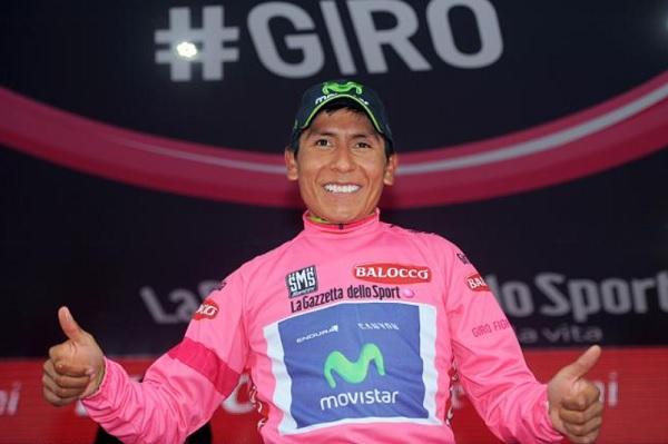 Nairo Quintana sfoggia la maglia rosa. Nessuno sembra più in grado di strappargliela (foto Tim De Waele/TDW Sport)