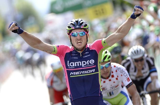 Sacha Modolo esulta sul traguardo della quinta tappa del Tour de Suisse (foto Tim de Waele/TDW Sport)
