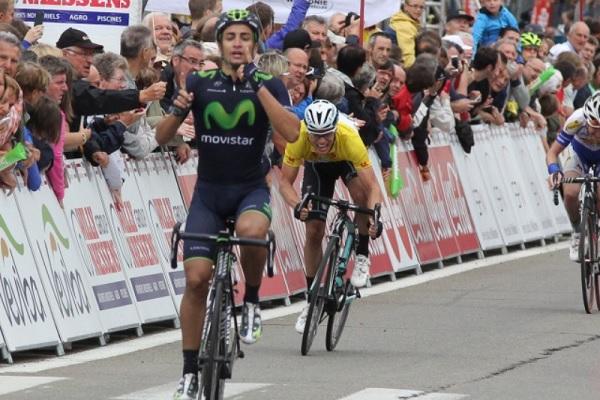 Lobato alza le braccia al termine della terza tappa (foto trworg.be)