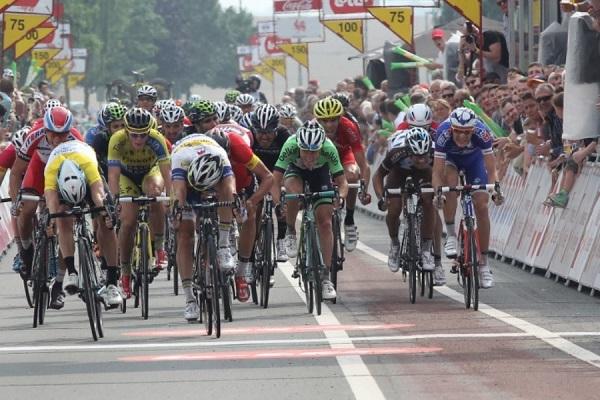 Lo sprint finale della 4a tappa (foto trworg.be)