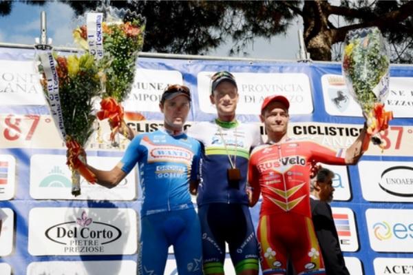Il podio del Giro di Toscana 2014 (foto cscarezzo.it)