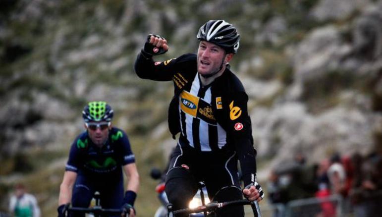 Il britannico Cumming svetta sullo spagnolo Valverde in cima alla salita del Mirador d'Es Colomer, secondo traguardo della Challenge de Mallorca (foto Bettini)