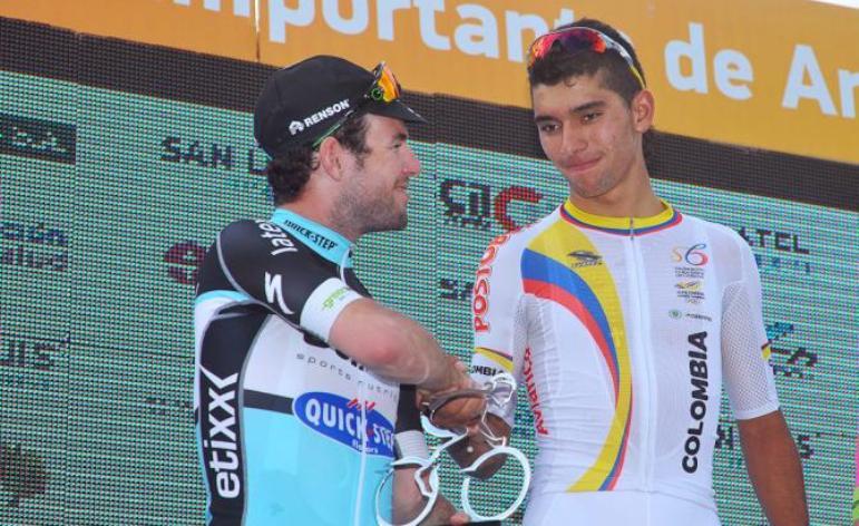 Cavendish si congratula con Gaviria per il successo nella tappa di Juana Koslay (foto Tim de Waele/TDWSport.com)