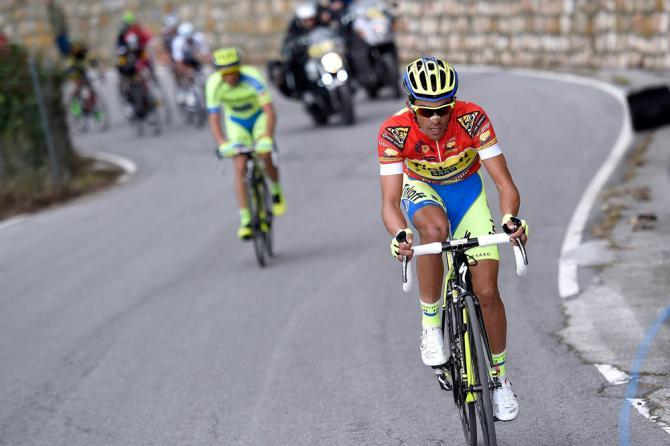 Contador in azione sullascesa dellAlto de Hazallanas (foto Bettini)