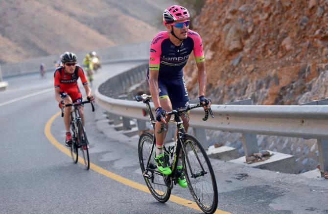 Lo spagnolo Valls in azione sulla salita regina del Giro dellOman (foto Tim de Waele/TDWSport.com)