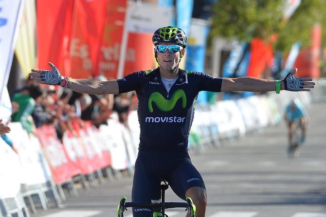 Valverde a braccia spalancate sul traguardo di Valls (foto Tim de Waele/TDWSport.com)