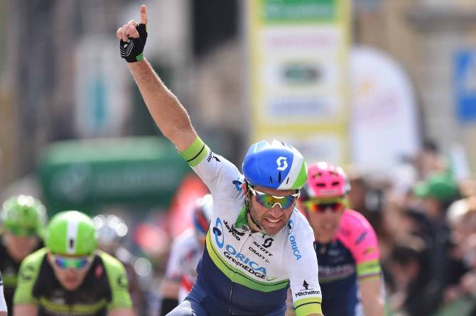 Albasini vince facile a Saint-Imier, seconda tappa del Giro di Romandia (foto Tim de Waele/TDWSport.com)