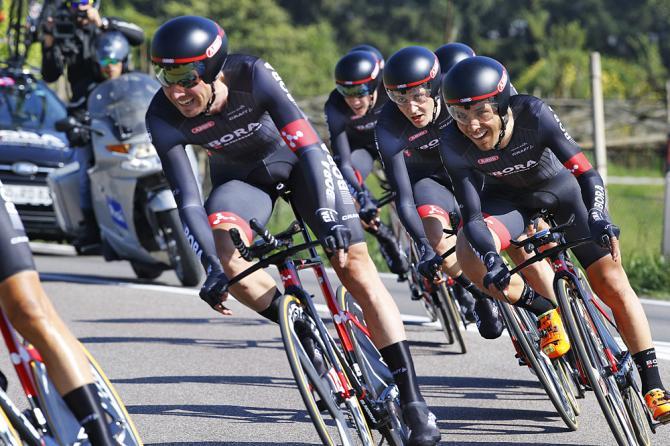 La Bora-Argon 18, vincitrice a sorpresa della cronosquadre davvio del Giro del Trentino