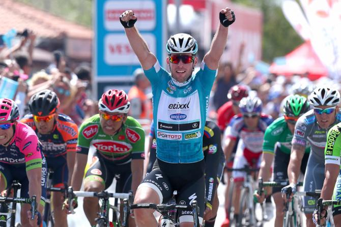 Cavendish più forte della sfortuna: fora a 5 Km dallarrivo ma anche la seconda tappa del Giro di Turchia è sua (foto Tim de Waele/TDWSport.com)