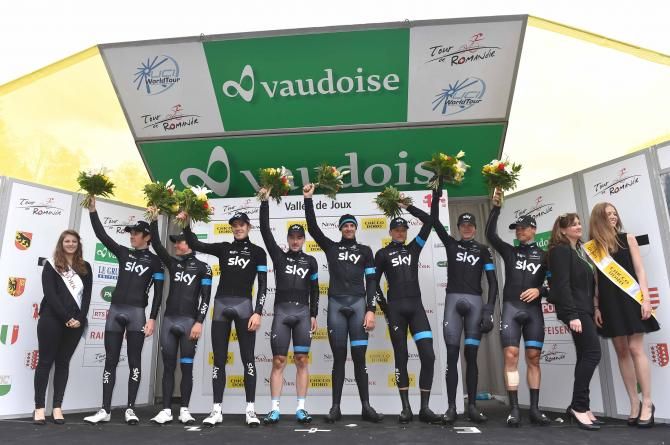 La Sky festeggia il successo nella cronometro a squadre che ha dato il via alledizione 2015 del Tour de Romandie (foto Tim de Waele/TDWSport.com)