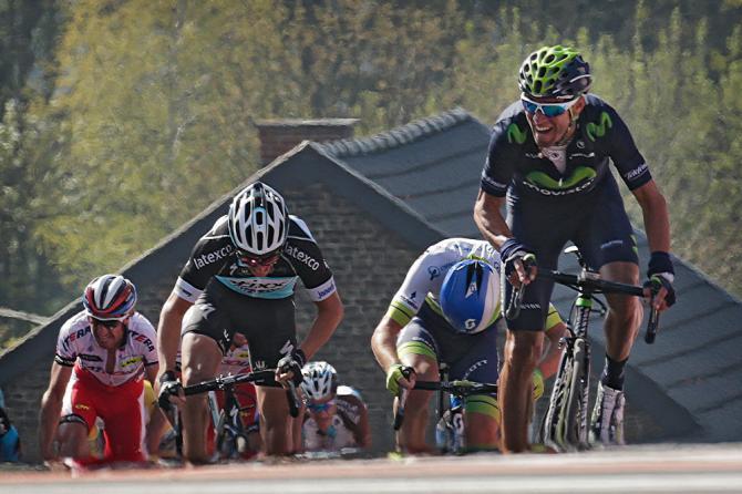 Valverde spunta per primo oltre le ripide rampe del muro di Huy (foto Bettini)