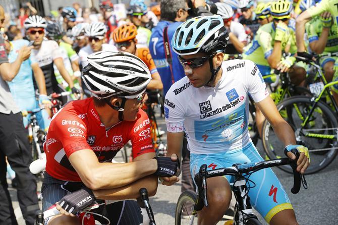Fabio Aru a Gravellona Toce, al raduno di partenza della frazione che, sei ore più tardi, trionfalmente conquisterà in quel di Cervinia (Getty Images Sport)