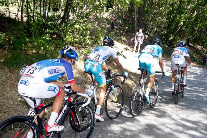 Il gruppetto con gli Astana allinseguimento della lepre Contador sullOlogno (foto Bettini)