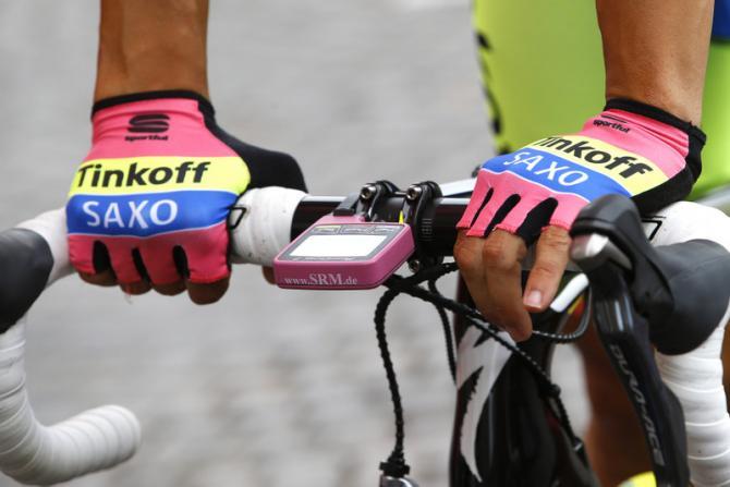 Anche dopo la tappa di Imola Contador ha le mani ben salde sui manubri del Giro 2015 (foto Bettini)