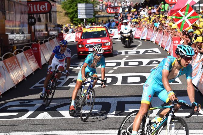 Nibali taglia il traguardo di Cauterets 50 secondi dopo larrivo di Froome e degli altri big della classifica (foto Tim de Waele/TDWSport.com)