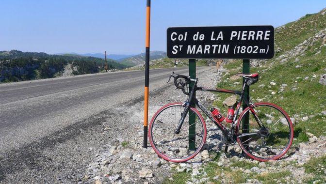 Il valico sovrastande lomonima località di sport invernali sede darrivo della 10a tappa del Tour 2015 (www.cyclevlog.com)