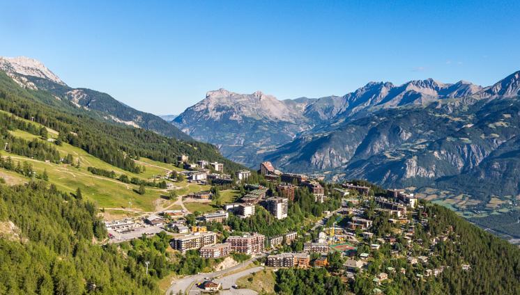 Panoramica della stazione di villeggiatura di Pra Loup (www.booking.com)