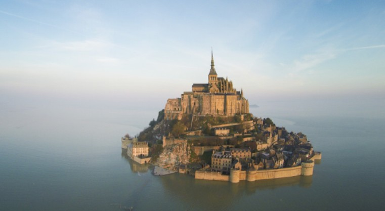 Spettacolare inquadratura di Mont-Saint-Michel, sede di partenza della prossima edizione del Tour de France (it.normandie-tourisme.fr)