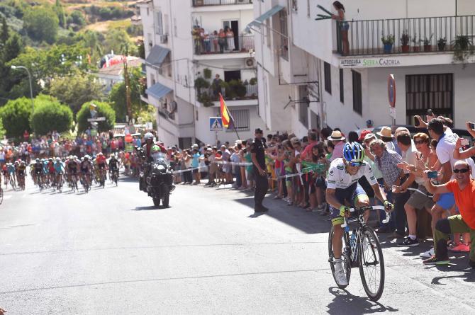 Lattacco di Chaves sulla salita della Sierra de Cazorla (foto Tim de Waele/TDWSport.com)