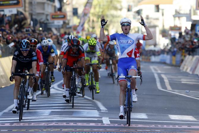 Lo storico rettilineo di Via Roma incornicia la vittoria di Arnaud Démare, la prima in una grande classica del velocista francese (foto Bettini)