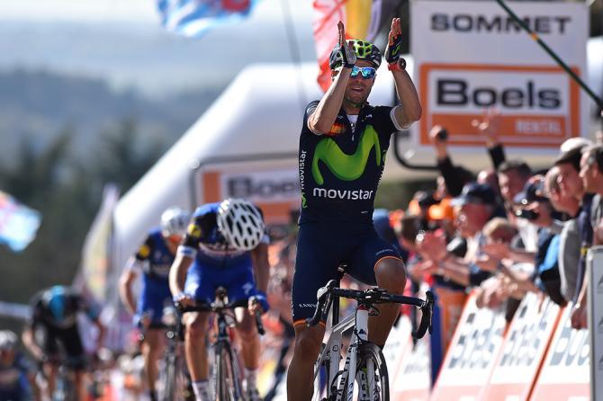 Lo spagnolo Valverde si applaude il suo personale record: quarta vittoria alla Freccia Vallone, un primato che finora non aveva stabilito ancora nessun altro corridore (foto Tim de Waele/TDWSport.com)