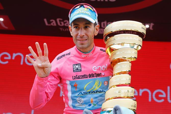 Nibali festeggia la sua quarta affermazione in una grande corsa a tappe dopo la Vuelta del 2010, il Giro dItalia del 2013 e il Tour de France del 2016 (Getty Images Sport)