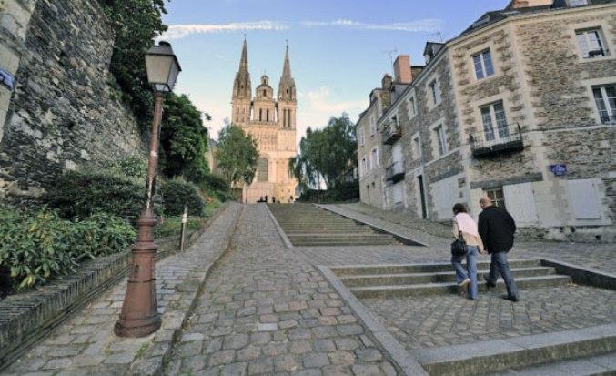 La cattedrale di San Maurizio ad Angers (www.angersloiretourisme.com)