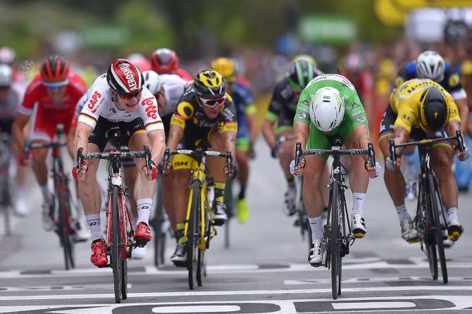 Cavendish fulmina Greipel sul traguardo di Angers, terza frazione del Tour de France 2016 (foto Tim de Waele/TDWSport.com)