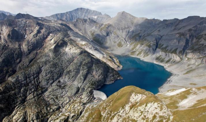 Il vecchio lago dEmosson, situato a monte del nuovo bacino presso il quale sè conclusa la 17a frazione del Tour 2016 (www.nant-de-drance.ch)