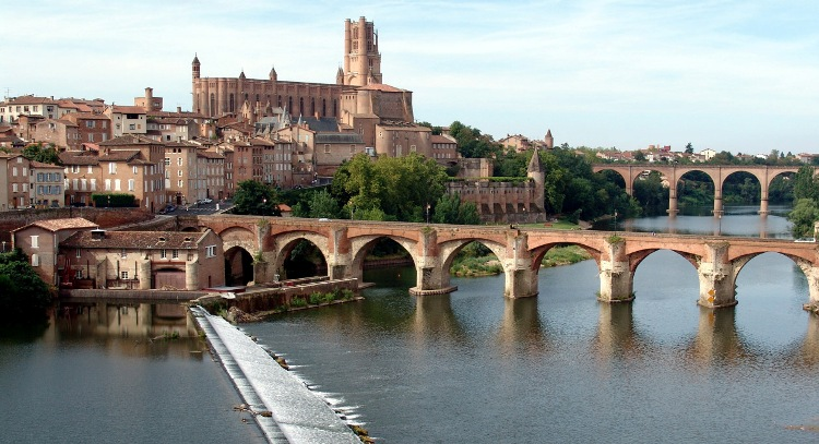 Vista sul centro di Montauban dal fiume Tarn (www.meditatoday.org)