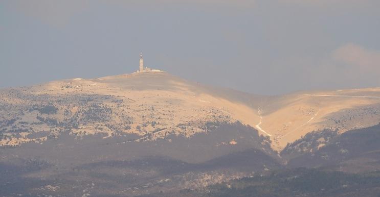 Oggi il Ventoux labbiamo visto così... da lontano (www.tdwsport.com)
