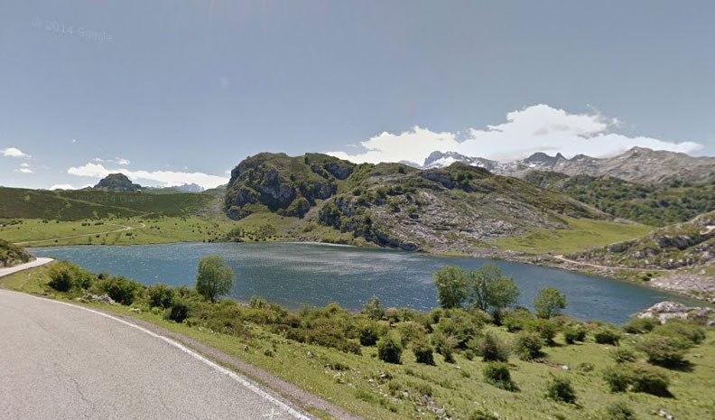 Il più grande dei due laghi di Codavonga (foto Google Street View)