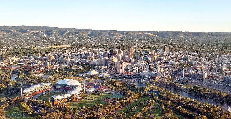 Panoramica di Adelaide, la metropoli australiana dalla quale scatterà la stagione ciclistica ad alto livello per il 2017 (www.wikiwand.com)