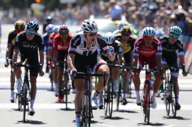 Nikias Arnd mostra i muscoli sul traguardo della corsa intitolata allex corridore australiano Cadel Evans (Tim de Waele/TDWSport.com)