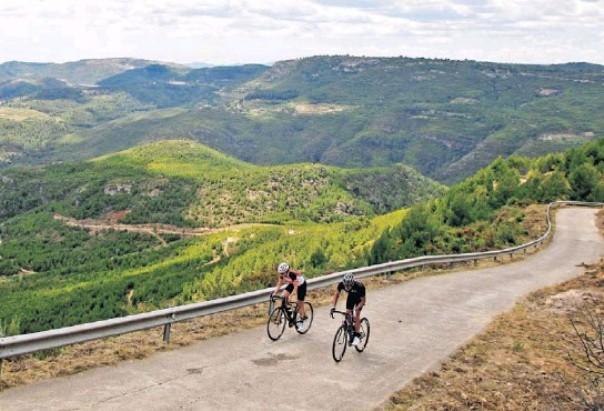 La salita del Mas de la Costa, traguardo della frazione più impegnativa della Volta a la Comunitat Valenciana (www.pressreader.com)