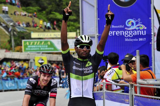 Continente africano sugli scudi al Tour de Langkwavi: leritreo Debesay si impone nella tappa più impegnativa, il sudafricano Gibbons mantiene la leadership (foto Bettini)