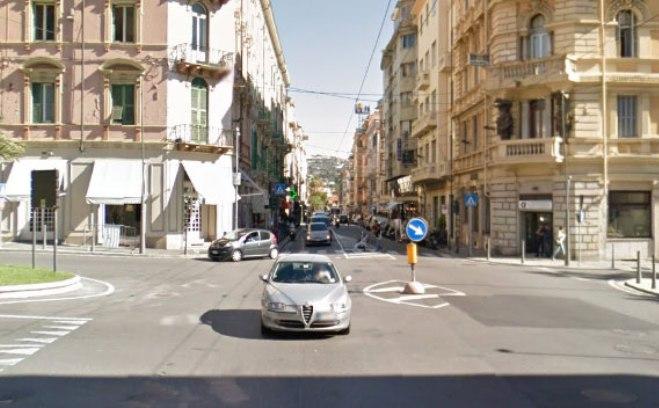 Il rettilineo di Via Roma, classico traguardo della Milano - Sanremo (foto Google Street View)