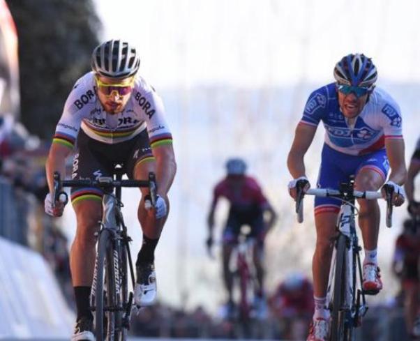 Ha appena affrontato un muro al 22% ma Sagan si beve in un sol sorso e con disarmante facilità il francese Pinot sul traguardo di Fermo (Tim de Waele/TDWSport.com)