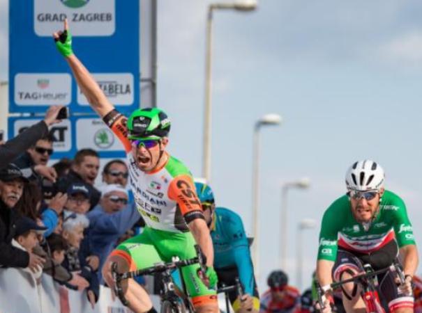 Ruffoni anticipa Nizzolo sul traguardo di Zara, al Giro di Croazia (foto Bettini)
