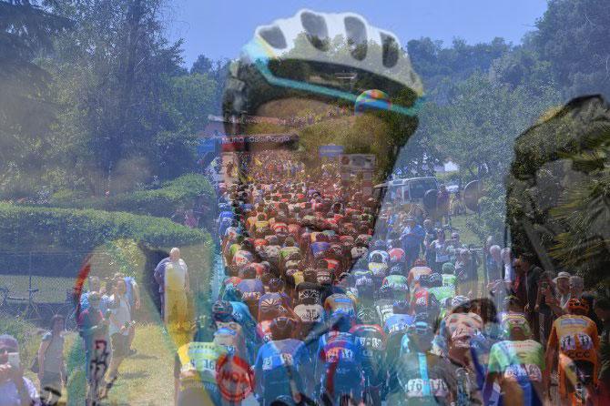 Sempre accompagnato dal ricordo di Scarponi, il gruppo si accinge ad affrontare le ultime difficoltà del Giro n° 100 (foto Tim de Waele/TDWSport.com)