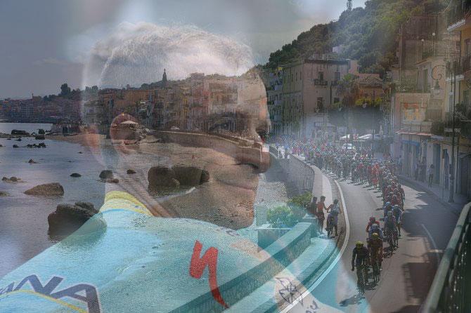 Il gruppo sfreccia sulle incantevole strade di Sicilia e lindimenticato Scarponi sembra quasi amorevolmente sorvegliarlo (foto Tim de Waele/TDWSport.com)