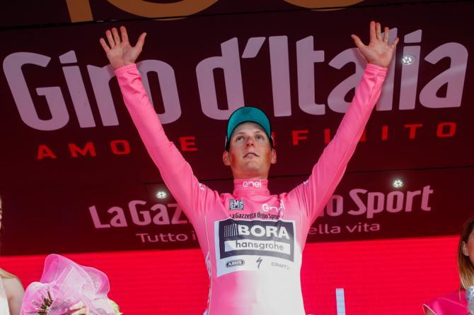 Laustriaco Pöstlberger veste la prima maglia rosa del centesimo Giro dItalia (foto Bettini)