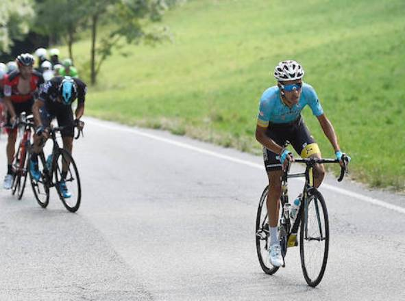 Lattacco di Fabio Aru sulla salita della Serra dIvrea (foto RCS Sport)