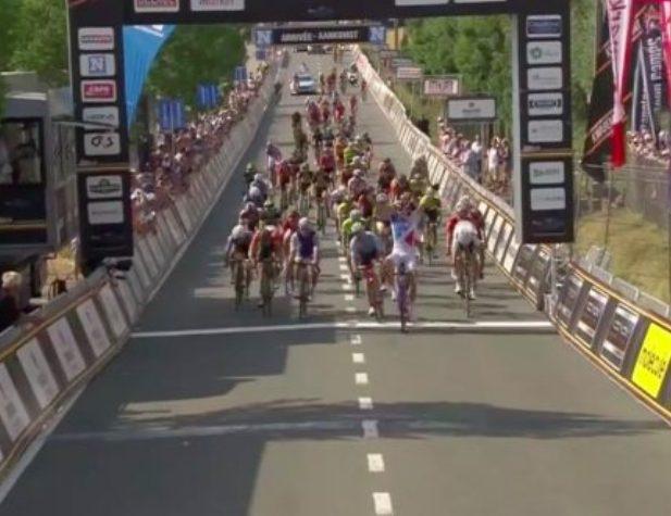 E il primo giorno destate ma si corre ancora sulle strade delle classiche di primavera: oggi alla Halle-Ingooigem vittoria allo sprint per il francese Démare