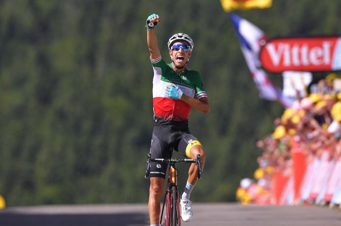 Fabio Aru emula lex compagno di squadra Nibali, vincente sul traguardo della Planche des Belles Filles nel 2014 (Tim de Waele/TDWSport.com)