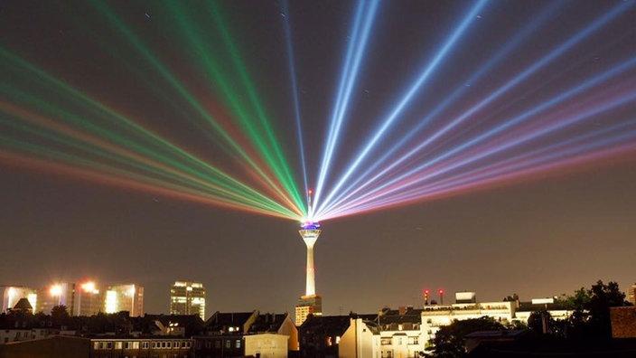 La Rheinturm (torre della televisione) di Düsseldorf (www1.wdr.de)
