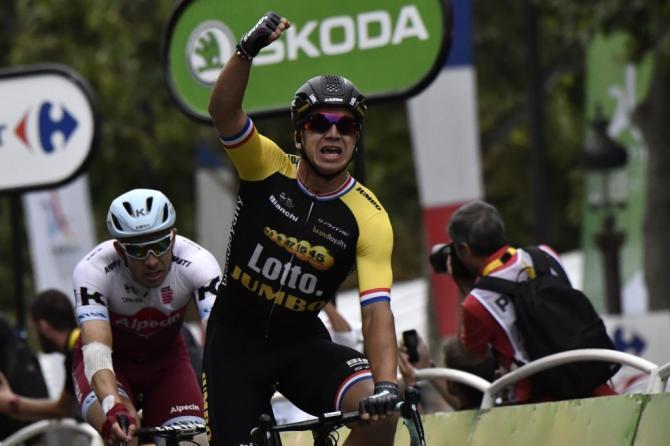 Groenewegen fa valere le sue doti di velocista sul prestigioso traguardo dei Campi Elisi (Getty Images Sport)