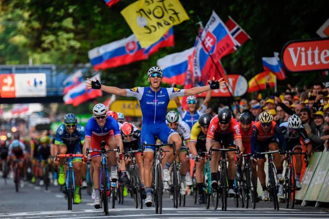 Kittel vince allo sprint la prima frazione in linea del Tour 2016, ancora tormentato dalle cadute: oggi è toccato a Froome e Bardet (Getty Images Sport)