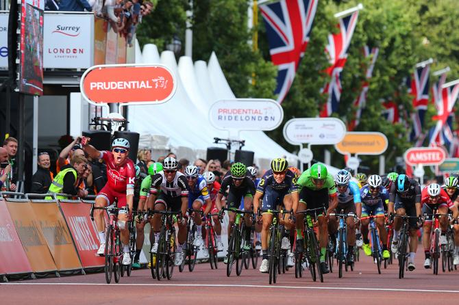 Kristoff ritrova la gioia di vincere sul traguardo di Londra (Tim de Waele/TDWSport.com)