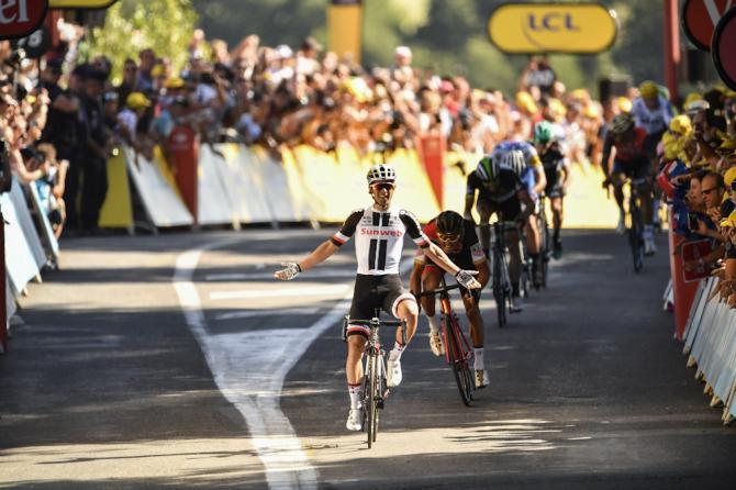 Laustraliano Matthews nel complicato finale di tappa che è stato fatale per la leadership di Fabio Aru ((Getty Images Sport)